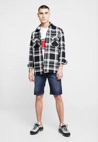 Zalando Essentials - Denim shorts - blue denim - 1