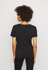 Guess - T-shirt con stampa - jet black - 2