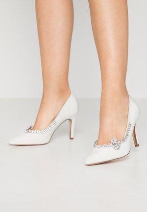 GENTLE BUTTERFLY TRIM COURT - High heels - white