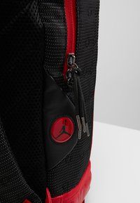 Jordan - RETRO 13 PACK - Rucksack - black/gym red - 8