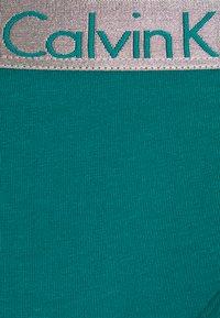 Calvin Klein Underwear - 3 PACK - Briefs - turtle bay/black/strawb champagne - 6