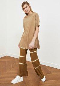 Trendyol - Basic T-shirt - beige - 3
