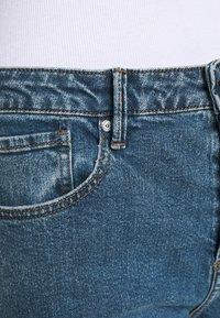 Pieszak - BRENDA MOM NOTTING HILL - Slim fit jeans - denim blue - 5