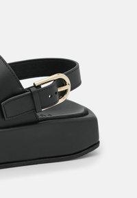 Furla - REAL FUSBET - Sandály na platformě - nero/pergamena - 5