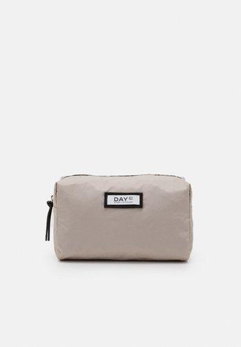 GWENETH BEAUTY - Wash bag - cloud grey