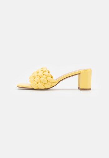 MARLOWE - Sandaler - yellow