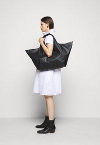 MM6 Maison Margiela - Shopping bag - black - 0
