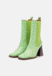 ÁNGEL ALARCÓN - Kotníková obuv na vysokém podpatku - green - 2