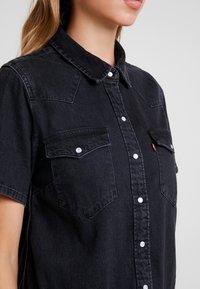 Levi's® - MIRAI WESTERN DRESS - Denim dress - black sheep - 5