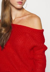 Missguided - OPHELITA OFF SHOULDER JUMPER - Svetr - red - 4
