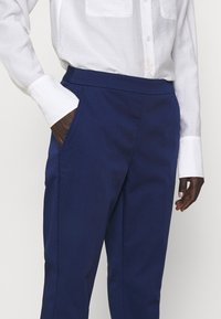MAX&Co. - BACH - Pantalon classique - cornflower blue - 3