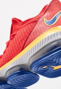 Nike Performance - LEBRON SUPERBRON 16 - Indoorskor - superman - 5