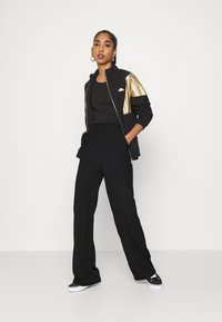 Nly by Nelly - WIDE POCKET PANTS - Broek - black - 1