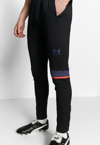 Under Armour - CHALLENGER TRAINING PANT - Trainingsbroek - black/blue ink - 3