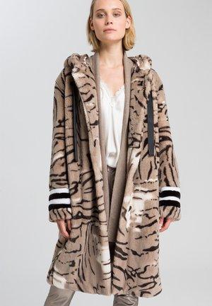 Winter coat - taupe