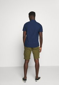 Selected Homme - SLHJIMMI CARGO - Shorts - dark olive - 2