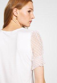 Dorothy Perkins - DOBBY PUFF SLEEVE  - Print T-shirt - white - 6