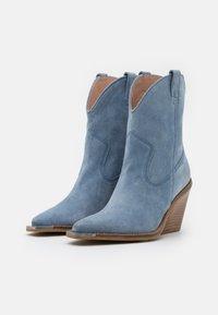 Bronx - NEW KOLE - High heeled ankle boots - retro blue - 2