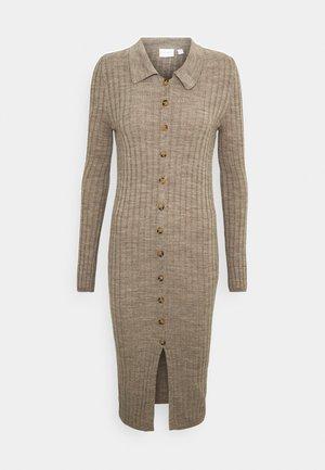 VITINA  BUTTON DRESS - Stickad klänning - mottled beige