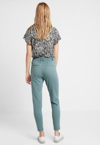 ONLY - POPTRASH EASY COLOUR  - Tracksuit bottoms - balsam green - 3