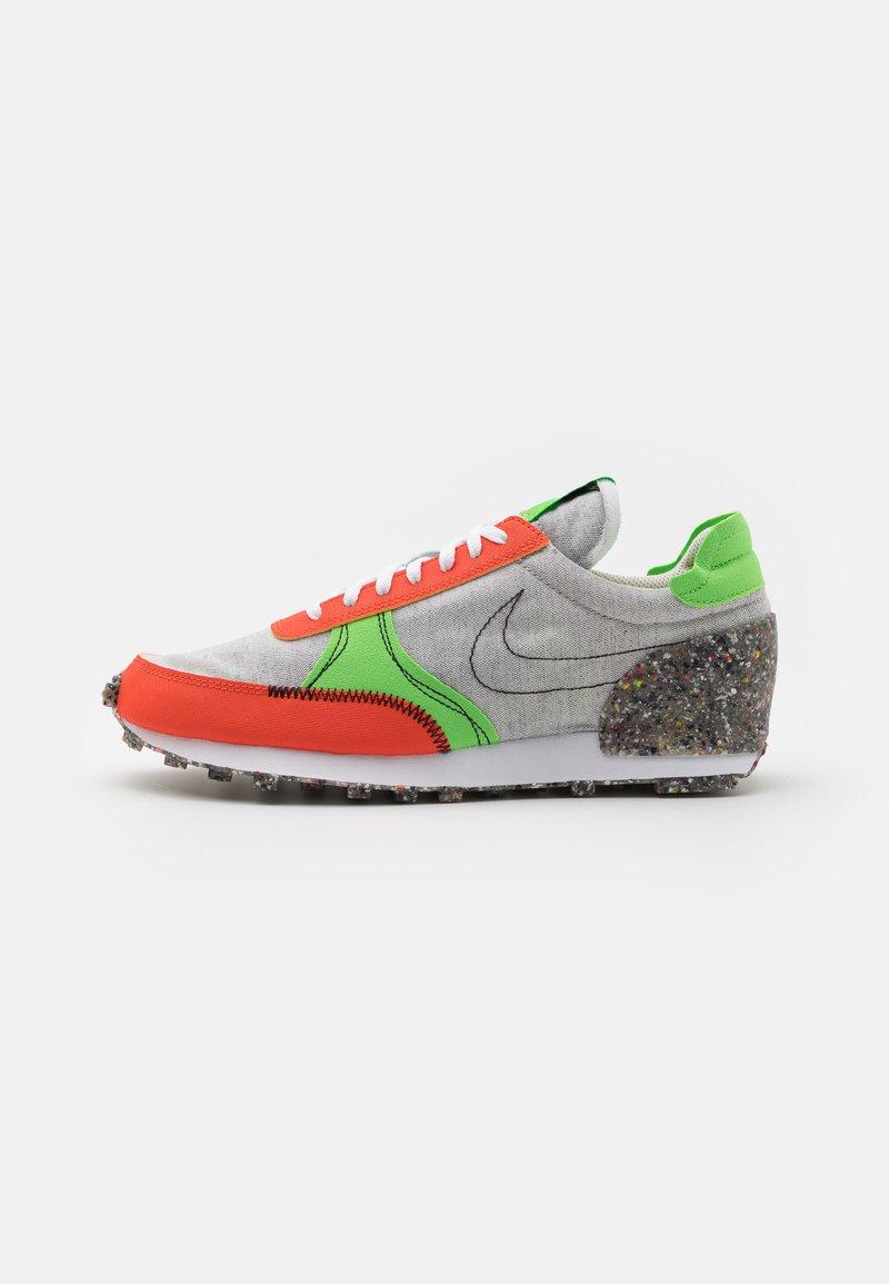 Nike Sportswear - DBREAK-TYPE M2Z2 UNISEX - Trainers - photon dust/team orange/mean green/sail/black