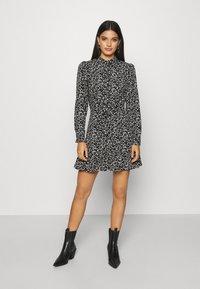 Topshop - FLORAL TIE FRONT MINI - Shirt dress - mono - 0
