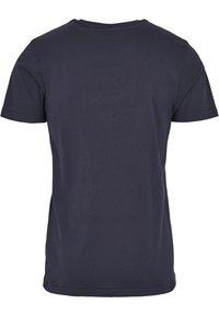 Cayler & Sons - DABBIN - Print T-shirt - navy/pale pink - 3