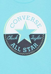 Converse - SHORT SLEEVE CHUCK PATCH GRAPHIC UNISEX - Triko spotiskem - bleached cyan - 2