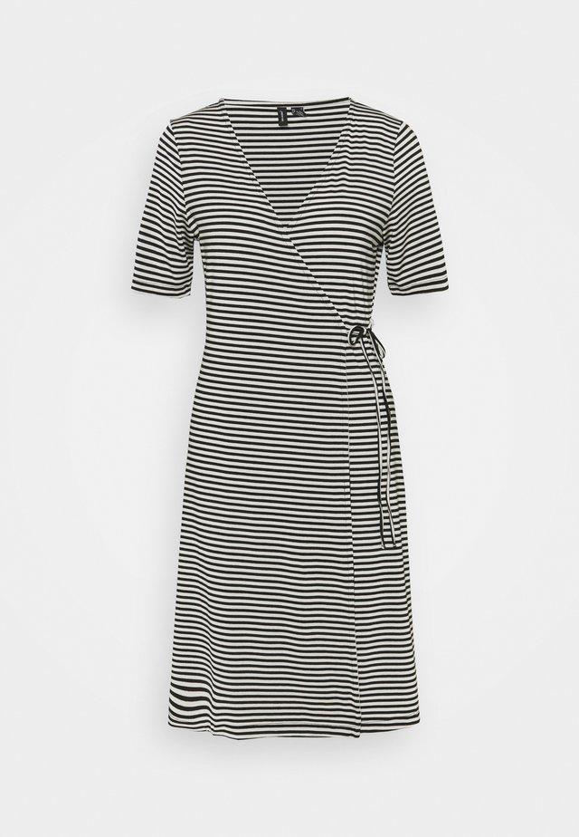 VMKATE SHORT DRESS - Žerzejové šaty - black/white