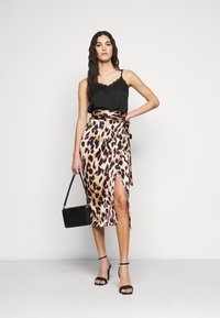 Never Fully Dressed Tall - ARTIST PRINT JASPRE SKIRT - Wrap skirt - brown - 1