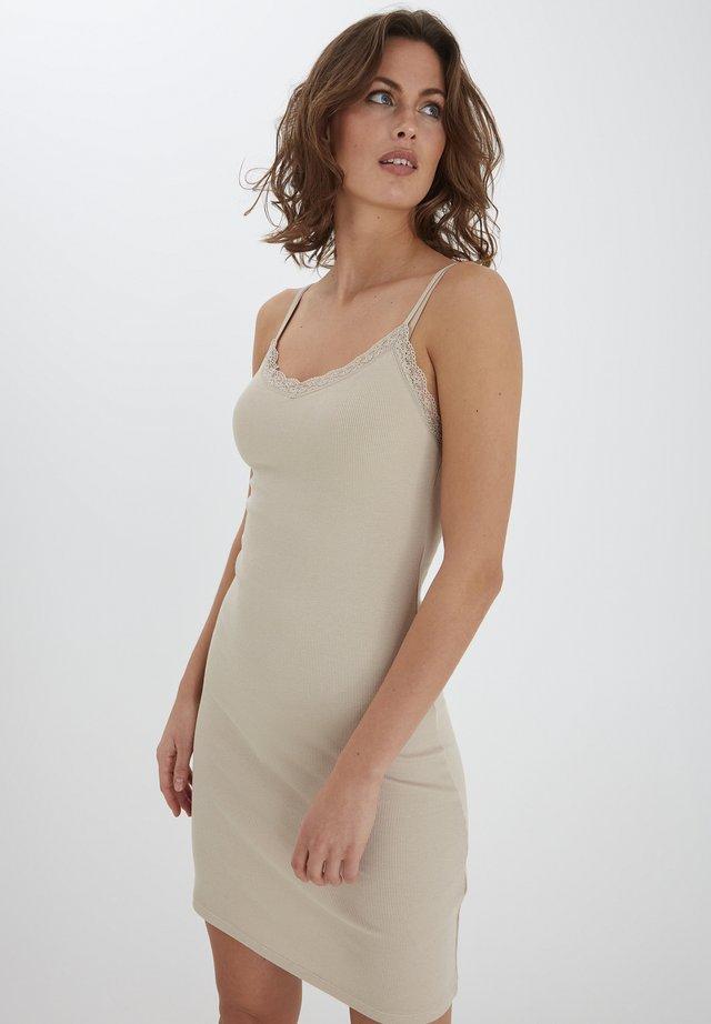 FRHIZAMOND  - Sukienka z dżerseju - oxford tan