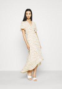 Missguided - FLORAL MIDAXI WRAP TIE WAIST DRESS - Maxi dress - cream - 1