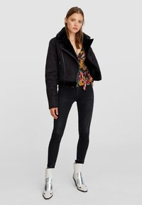 Stradivarius - Winterjacke - black