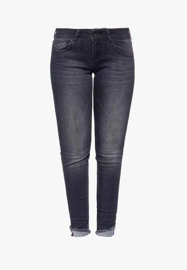 MIT WASCHUNGEN UND NIETEN LEONI - Slim fit jeans - grau