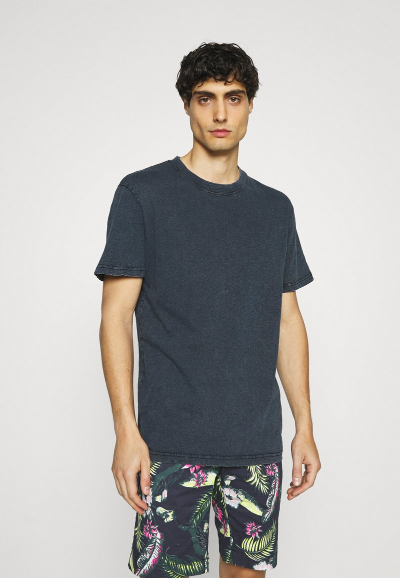 Selected Homme - SLHRELAXHERB O NECK TEE - Basic T-shirt - sky captain