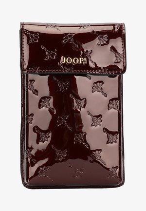 PIPPA  - Phone case - burgundy