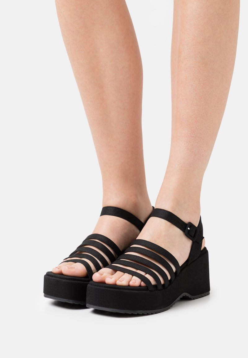 Emmshu - JEAN - Sandalen met plateauzool - black