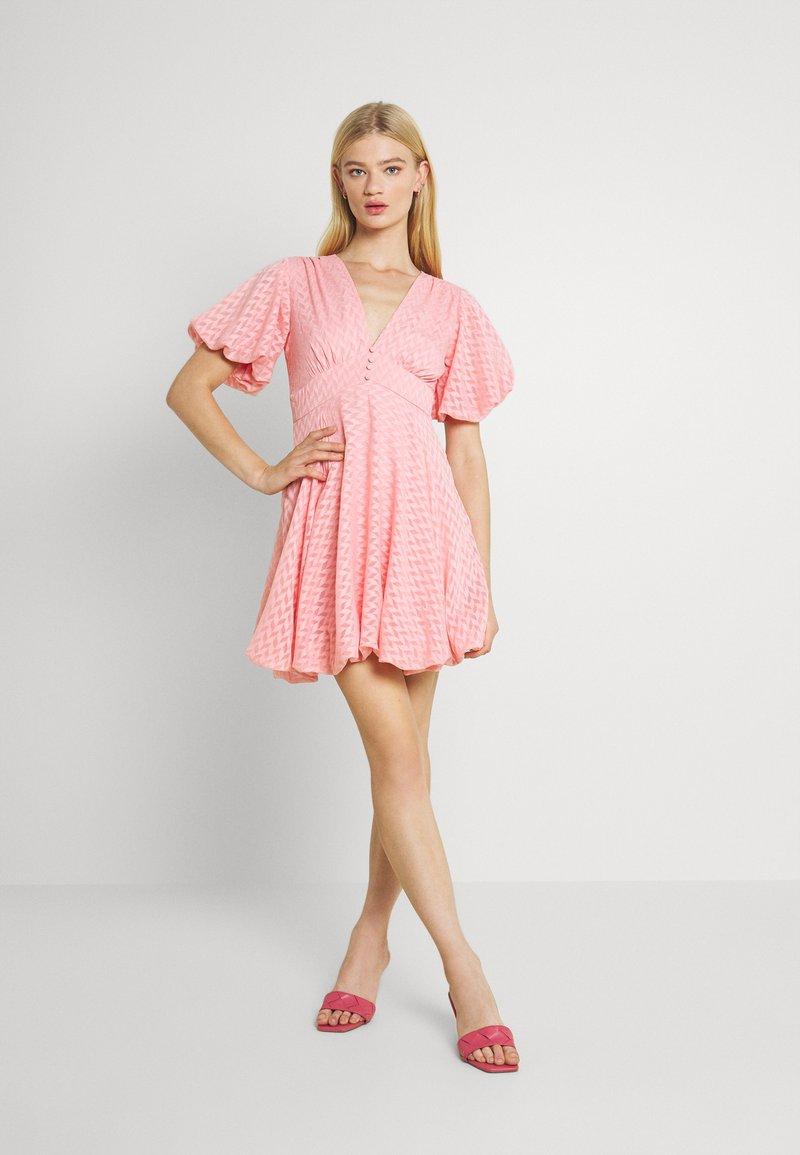 Lace & Beads - EMMA MINI - Denní šaty - pink