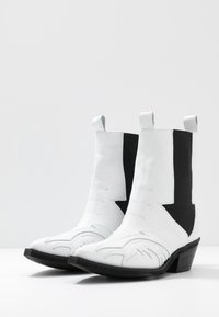 L37 - RIGHT NOW - Cowboy/biker ankle boot - white - 4