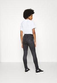 Tommy Jeans - SYLVIA HR SUPER SKNY RBSTD - Jeans Skinny Fit - rudy black - 2
