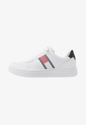 BASKET LOW CUPSOLE - Sneaker low - white