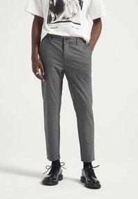 PULL&BEAR - Pantaloni - grey - 0