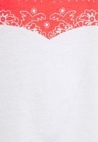 Levi's® - HOUSEMARK GRAPHIC TEE UNISEX - Print T-shirt - white - 4