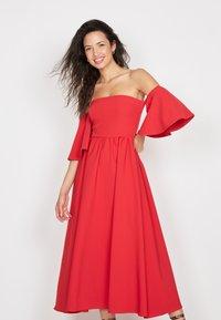 True Violet - BANDEAU FIT &AMP - Cocktail dress / Party dress - red - 0