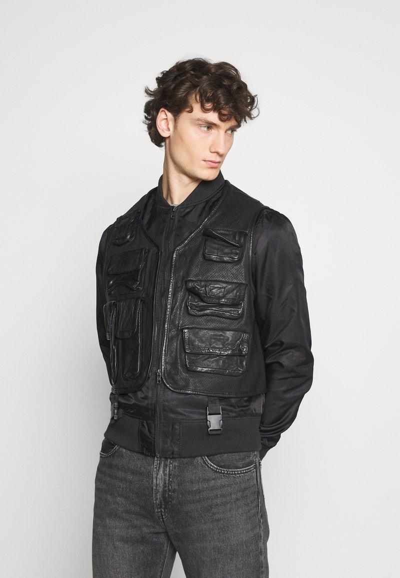 Be Edgy - BEROCKY 2-IN-1 - Waistcoat - black