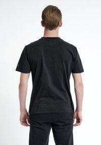 HALO - T-shirts print - black - 2