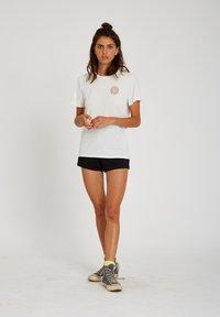 Volcom - 30 YEAR TEE - Print T-shirt - star_white - 1