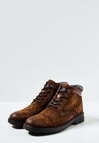 Pepe Jeans - PORTER  - Šněrovací kotníkové boty - cognac - 2