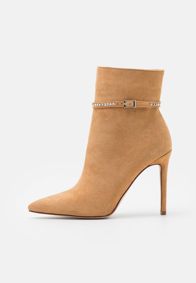 KITTIE - Classic ankle boots - sand