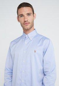 Polo Ralph Lauren - EASYCARE PINPOINT OXFORD CUSTOM FIT - Shirt - true blue/white - 4